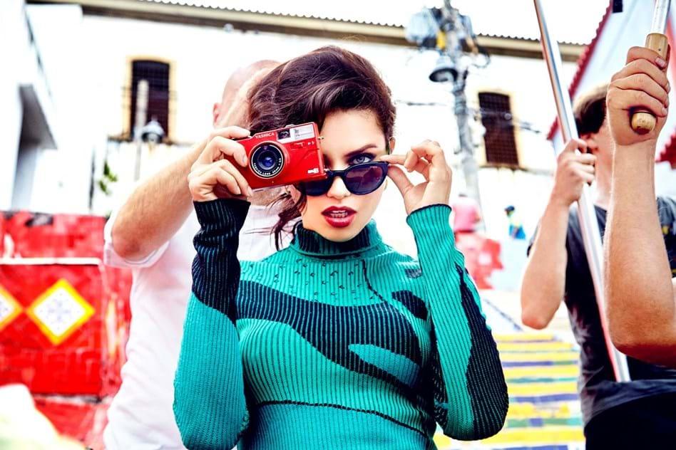704668bb9c9 Adriana Lima x Vogue Eyewear - Moda - Máxima