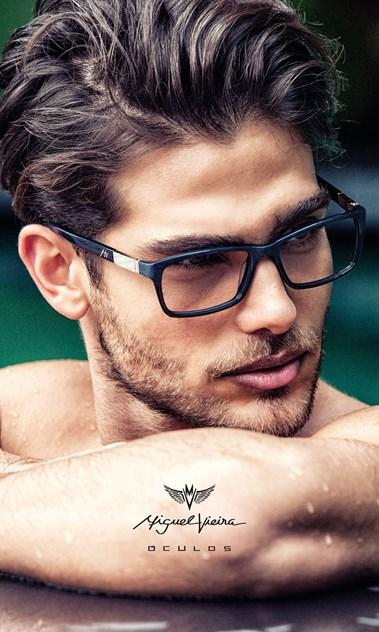 00d23aa1f3a9f Miguel Vieira revela os óculos do próximo verão - Moda - Máxima