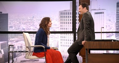 A encenação entre Jimmy Fallon e Dakota Johnson é hilariante