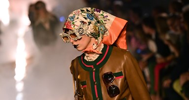 Close-up nos detalhes do desfile Cruise da Gucci