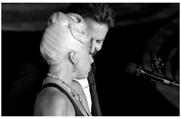 Lady Gaga e Bradley Cooper cantam Shallow de forma apaixonada