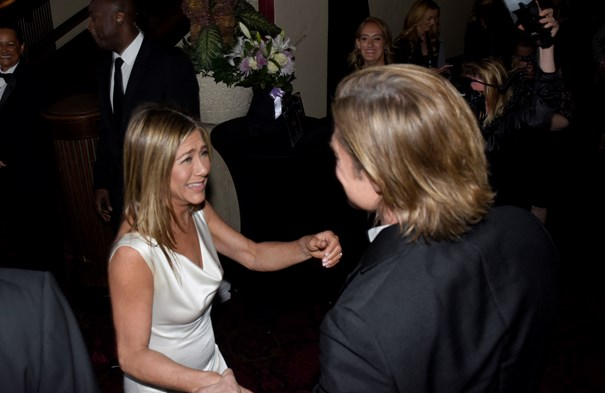 O querido encontro de Brad Pitt e Jennifer Aniston no backstage dos SAG Awards