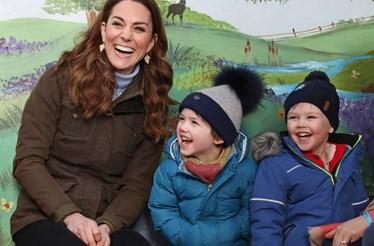 """""""Não fui das grávidas mais felizes"""". Kate Middleton pela primeira vez num podcast sobre maternidade"""