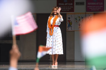 O guarda roupa polémico e milionário de Melania Trump