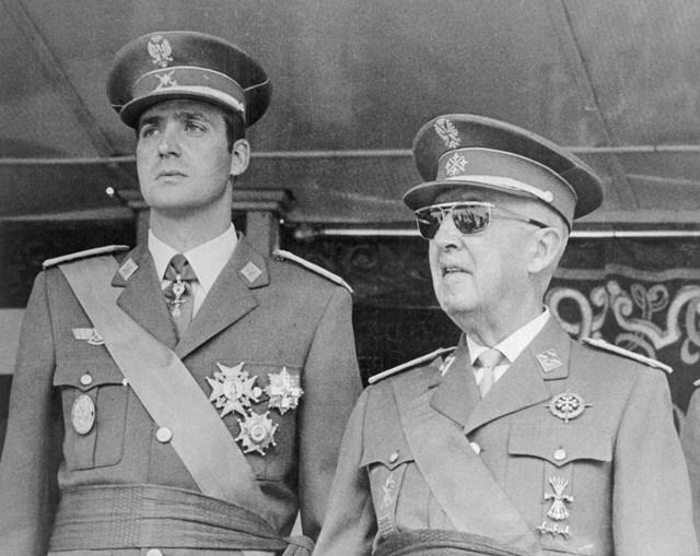 O príncipe Juan Carlos e Francisco Franco, em Madrid, 1971